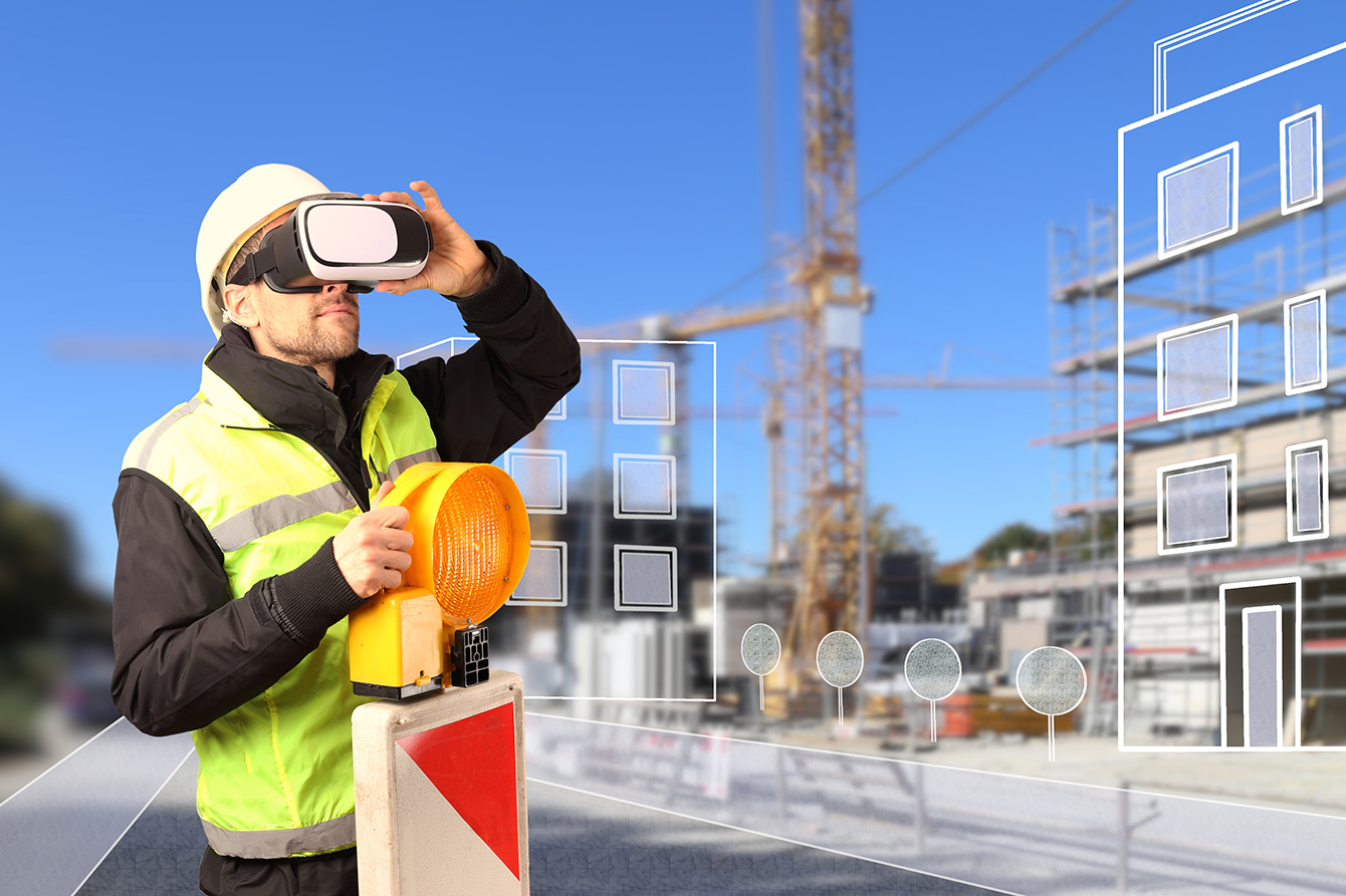 Worker with AR goggles_WEB